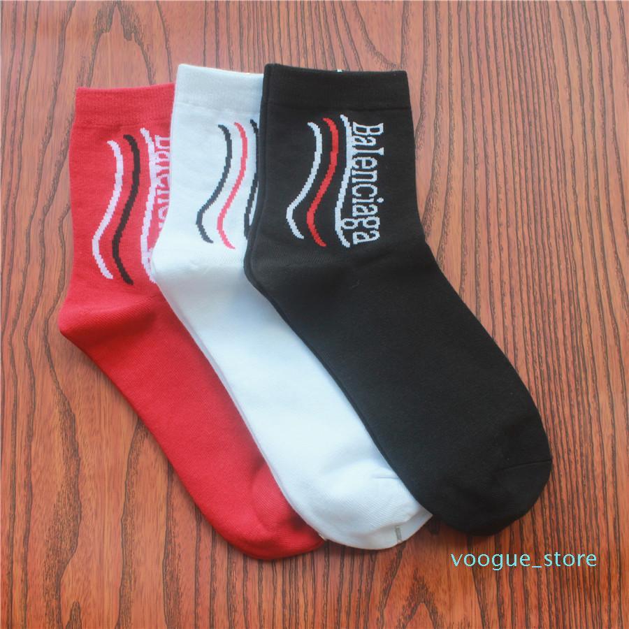 Fashion Bale Neuer Brief Stocking Europa Amerika Socken aus Baumwolle Schwarz Weiß Rot Wellig Socken reine Farben-Sportsocken