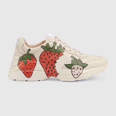 2019 Frauen Turnschuhe Rhyton Vintage-Trainer Männer Designer-Schuhe beunruhigter Effekt mit Druck Strawberry Welle Mund Tiger Web Ledersneaker