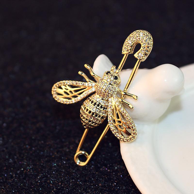 Корейская версия Новая мода Изысканная пчела Брошь Ювелирные Изделия Темперамент Дамы Zircon Pin Brooch Пряжка Высокое Качество 18K Позолоченная Брошь