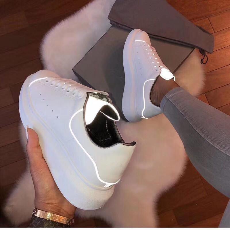Новые Поступления Мужская Женская Мода Роскошные Туфли На Платформе Плоские Случайные Леди Ходить Случайные Кроссовки Светящиеся Люминесцентные Белые Туфли Кожа