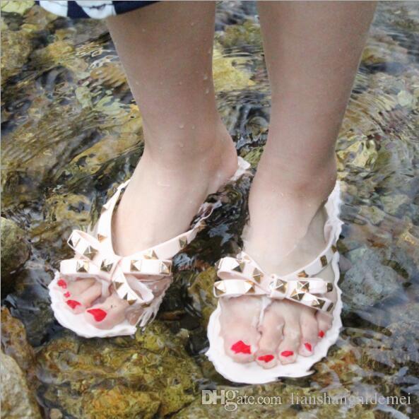 النساء المسامير BOWKNOT النعال المسطحة الفتيات زحافات أحذية الصيف بارد شاطئ جيلي أحذية دروبشيبينغ دروبشيبينغ