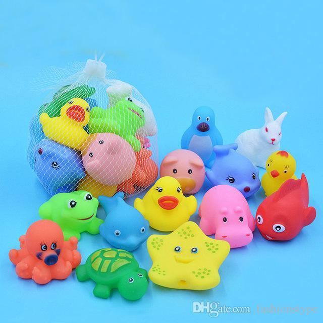 Mixed animali Nuoto Giocattoli molle variopinta Floating Rubber Duck Spremere suono stridulo giocattolo per il bagno del bagno del bambino Giocattoli