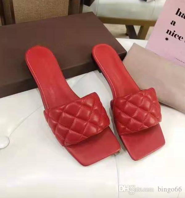 Branded Mujeres acolchado sandalias Chic Summer Girl cómodo plana del deslizador de la señora del diseñador de cuero acolchado cuadrado Sole Diapositivas mula