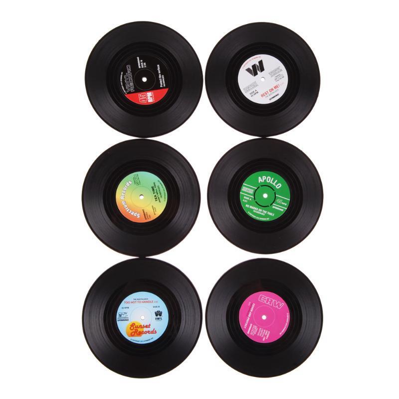 Retro Accueil Tableau Coupe Mat 4pcs / set 6pcs / set enregistrement Creative CD Shaped Coffee Drink Tea Set de table Sous-verres en vinyle couleur aléatoire HHA720