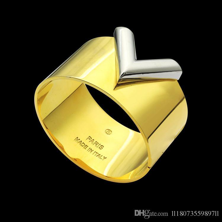 Prezzo di fabbrica all'ingrosso largo V-a forma di braccialetto delle donne del commercio estero largo V-lettera braccialetto D'Oro
