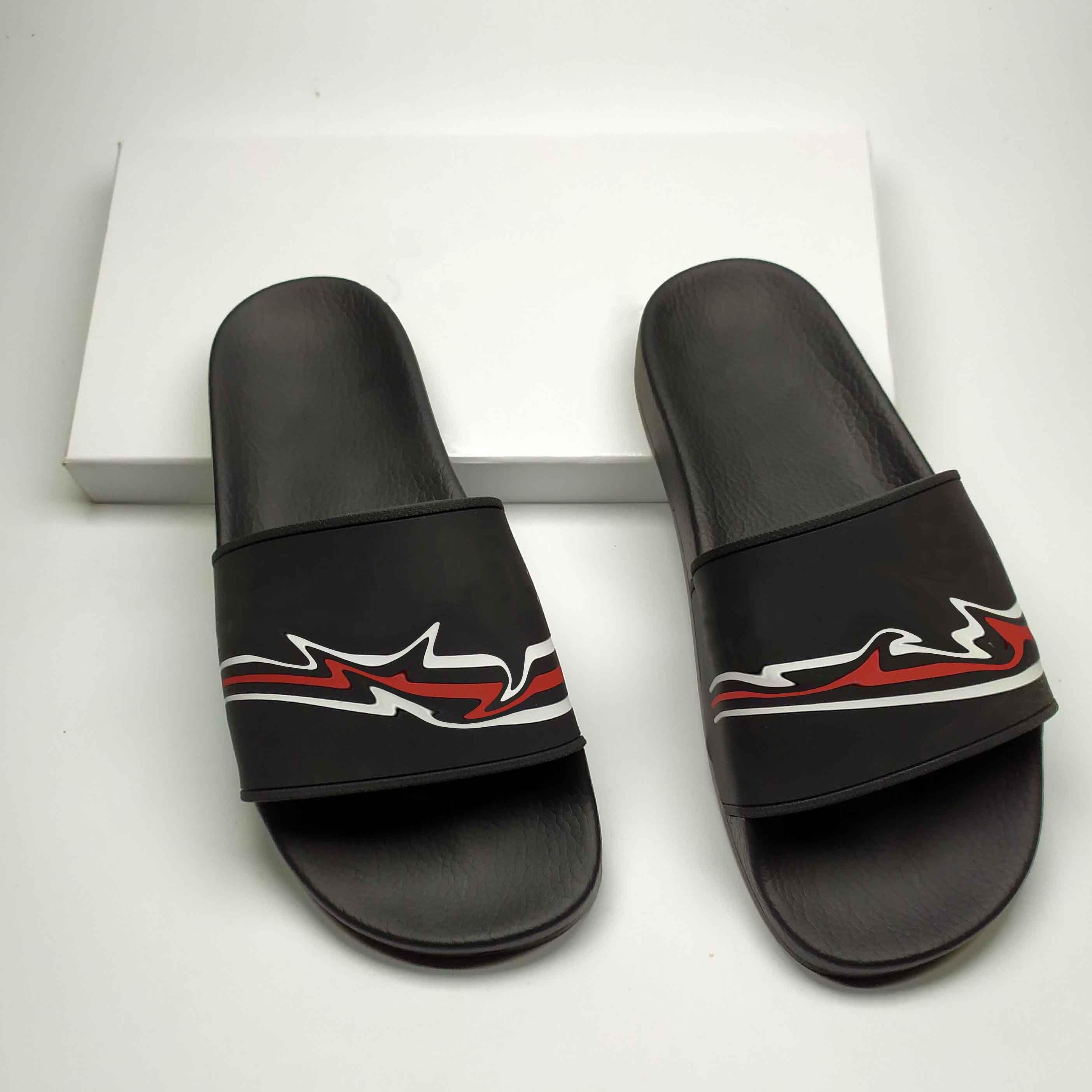 New Hot Summer Vente unisexe Pantoufle de haute qualité en noir et blanc de sandales Couple Mode Taille X 35-46 20061704W