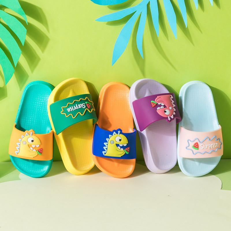 Chinelos de crianças para meninos dinossauros dos desenhos animados doce cor 2020 Verão New bonito pequeno Chinelos de bebê para meninas Big Crianças Início Shoe