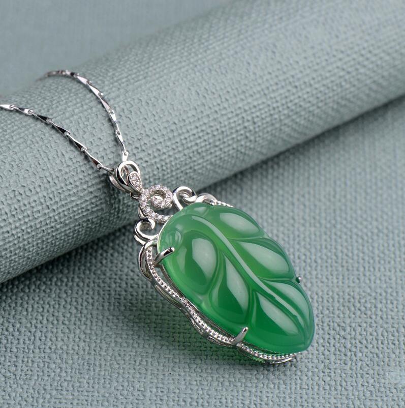 ciondolo in calcedonio in argento naturale ciondolo giadeite 925 intarsiato con i modelli femminili foglia calcedonio collana di giada ciondolo di fascia alta verde
