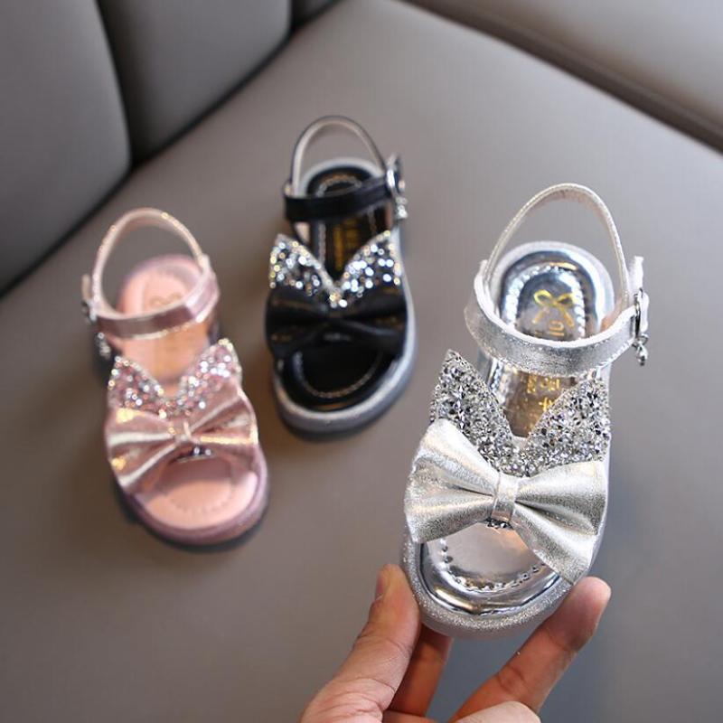 أحذية الأطفال على الأحذية الجلدية أميرة البنات القوس أزياء بلون والصنادل الشاطئ شقة طفل حذاء الطفلة
