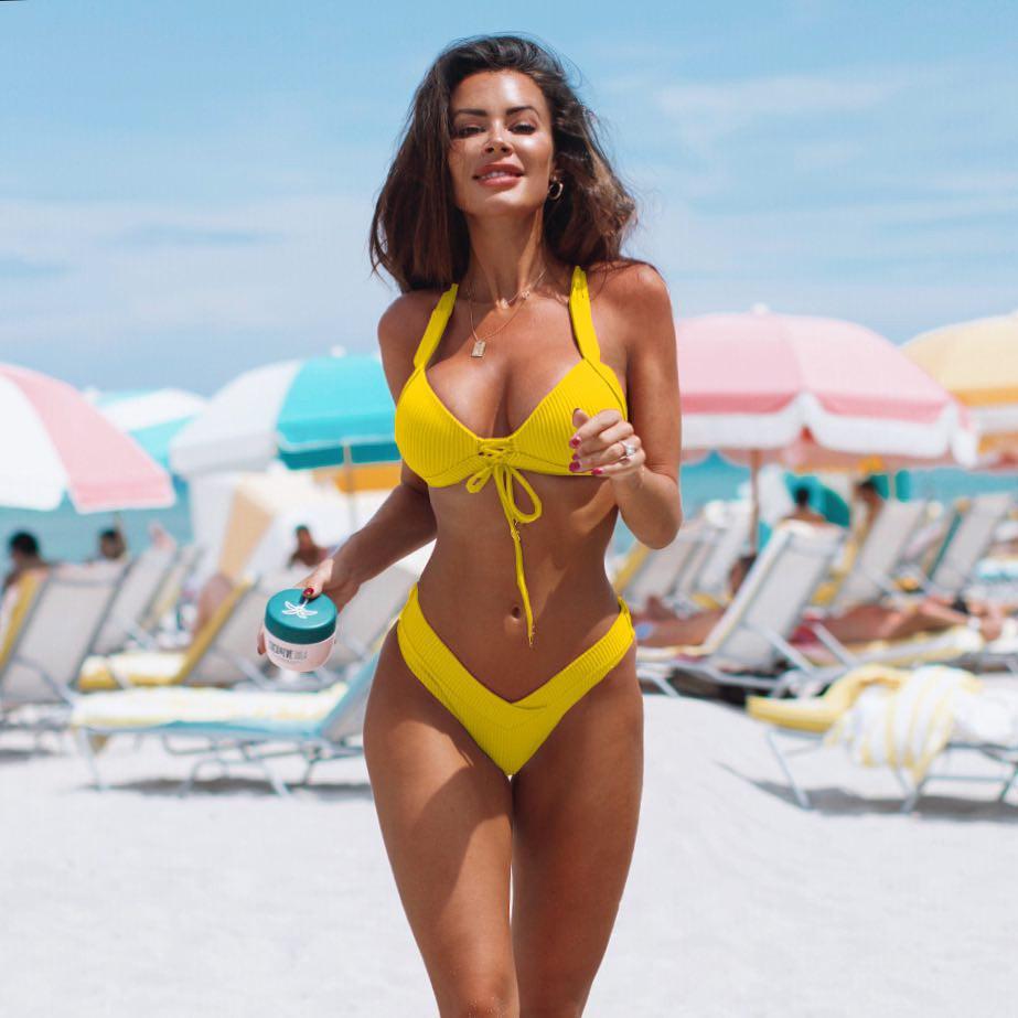 Due pezzi costume da bagno nuovo design smerlato Bikini Hot Girls Swimwear per l'estate di colore solido delle donne Bikini sexy