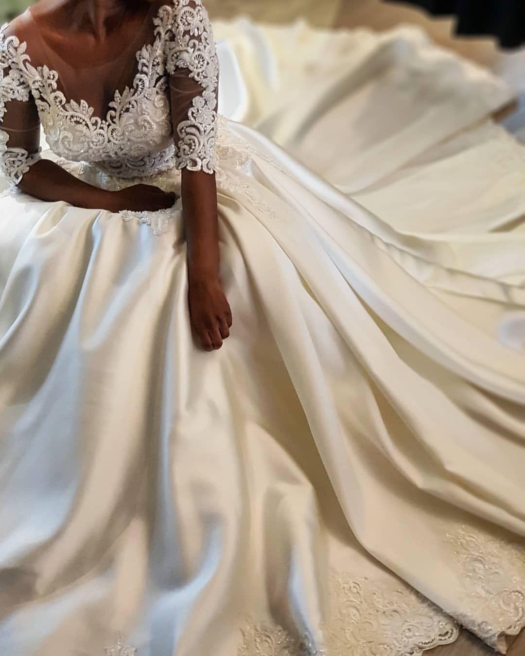 2019 Vestidos de boda sexy vintage árabe Vestidos de novia de encaje con media manga Vestidos de novia de satén Vestidos de novia de satén ZJ234
