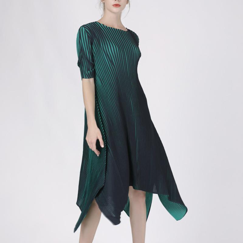 commercio all'ingrosso 2019 Spring New stripe vestito irregolare Per donne Miyak Pieghettato Fashion design O-collo Elastico in vita Abiti di grandi dimensioni