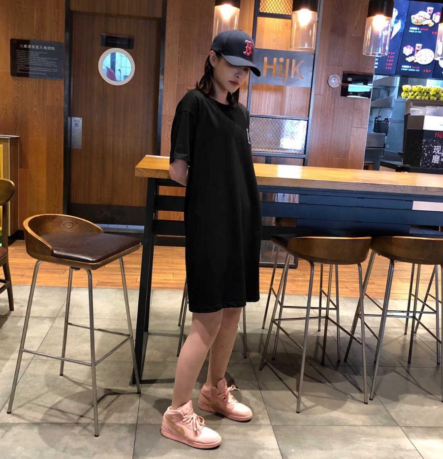 Heiße Verkaufs-Art- und Sommer-Frauen 2020 Designer-Kleider der neuen Ankunfts-Marken-Frauen-T-Shirt-Kleid Luxus Street C0py 3 Farben One Size YF203061