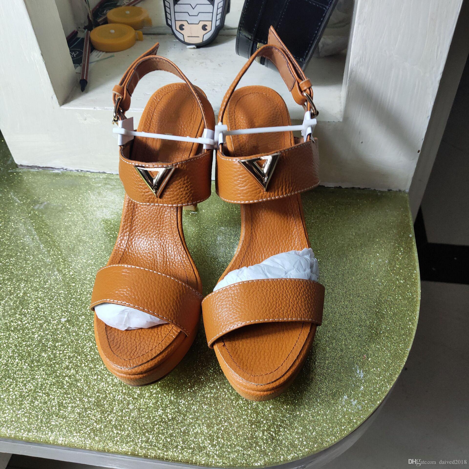 Européen Classique De Luxe Style chaussures de femmes Sandales De Mode Sexy Sandale Golden Letter Décoration Talon Sandales Faire Des Boucles De Ceinture