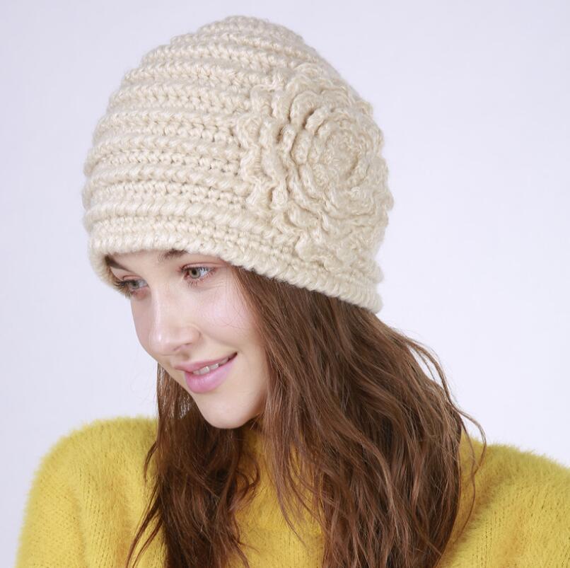 Nuova mano pura moda fatto di lana moda lavoro a maglia cappello caldo modello orizzontale un grande fiore delle donne