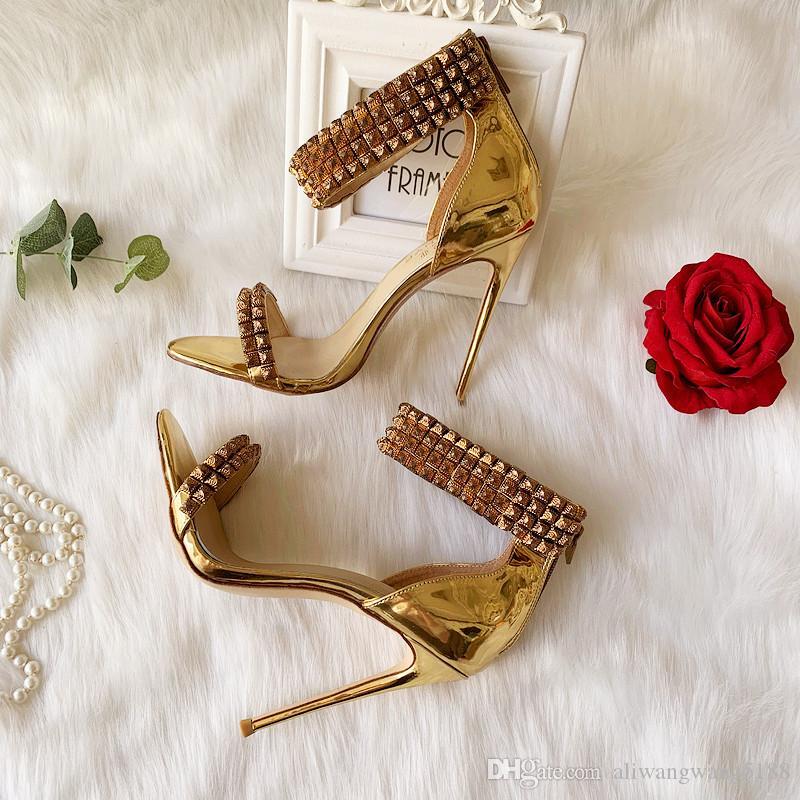 2020 envío libre de boda del gladiador de señora Women picos peeptoes de charol con tachuelas láser de oro abiertas sandalias de los tacones de zapatos de tacón alto BOMBA