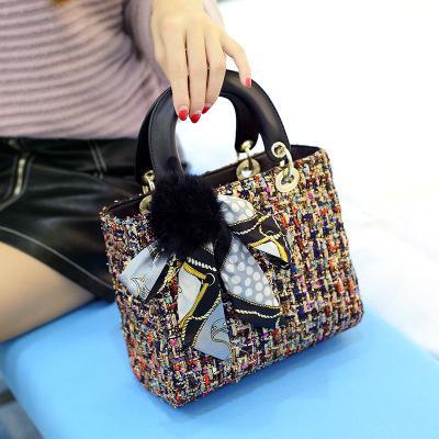 Mulheres Designer Handbag Travel Fashion Ladies Socialite Feather Scarf Fur bola bolsa britânica estilo preppy Vintage 2020 New Luxury