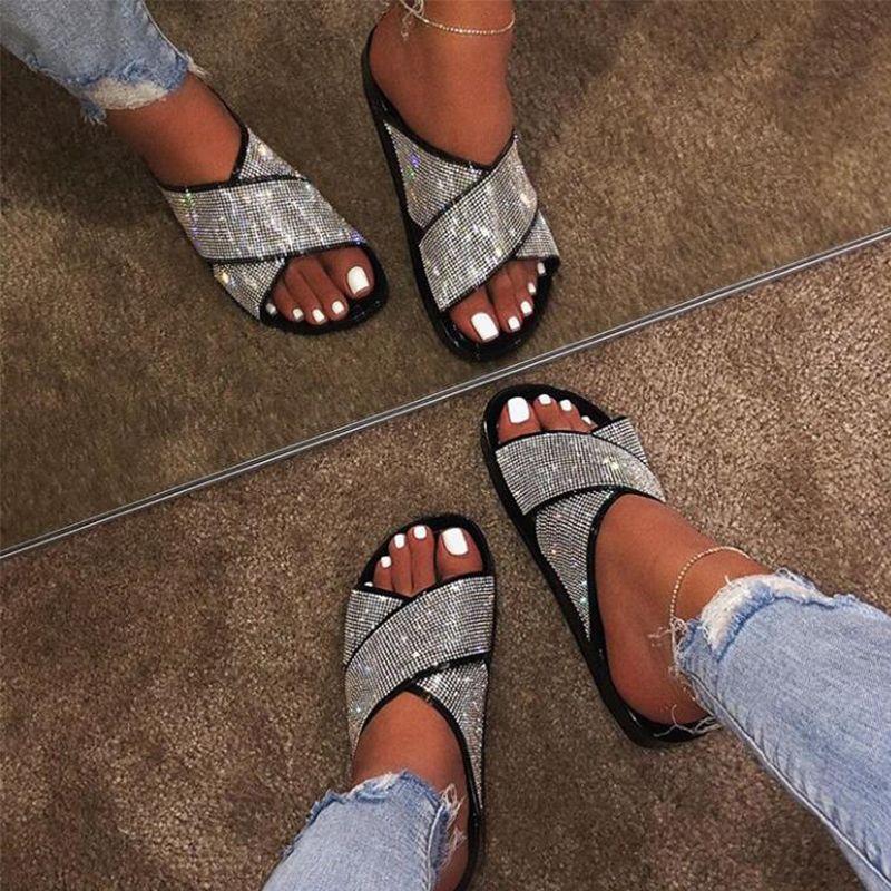 NouC strass Chaussons 2020 Nouveau Femmes Mode Plage sauvage Flip Flops brillant diamant fond plat extérieur Sandales pour Femmes Chaussures