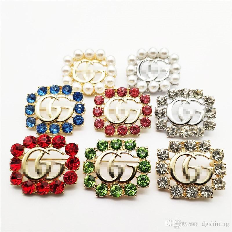 Marka Tasarımcı Kadınlar Kostüm Dekorasyon Lüks Letter Yapay elmas Broş Pin Moda Marka Korsaj broşlar