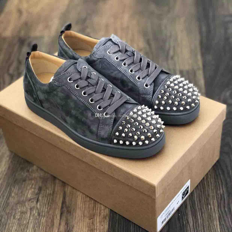Großhandel Spikes Grau Wildleder Roter Boden Sneaker Schuhe Perfekte Qualität Low Top Nieten Frauen, Männer Neupreis Casual Walking