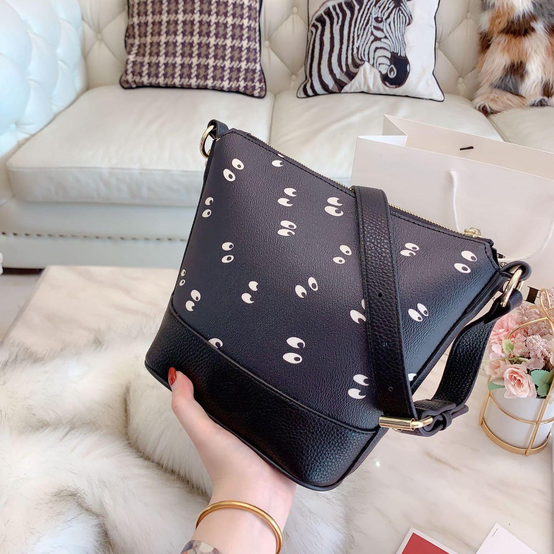 Lady clássico Moda Designer Shoulder Bag Womens Marca Bolsa menina Girlish Luxo Simples Crossbody Balde Saco Olhos B105785Z Casual