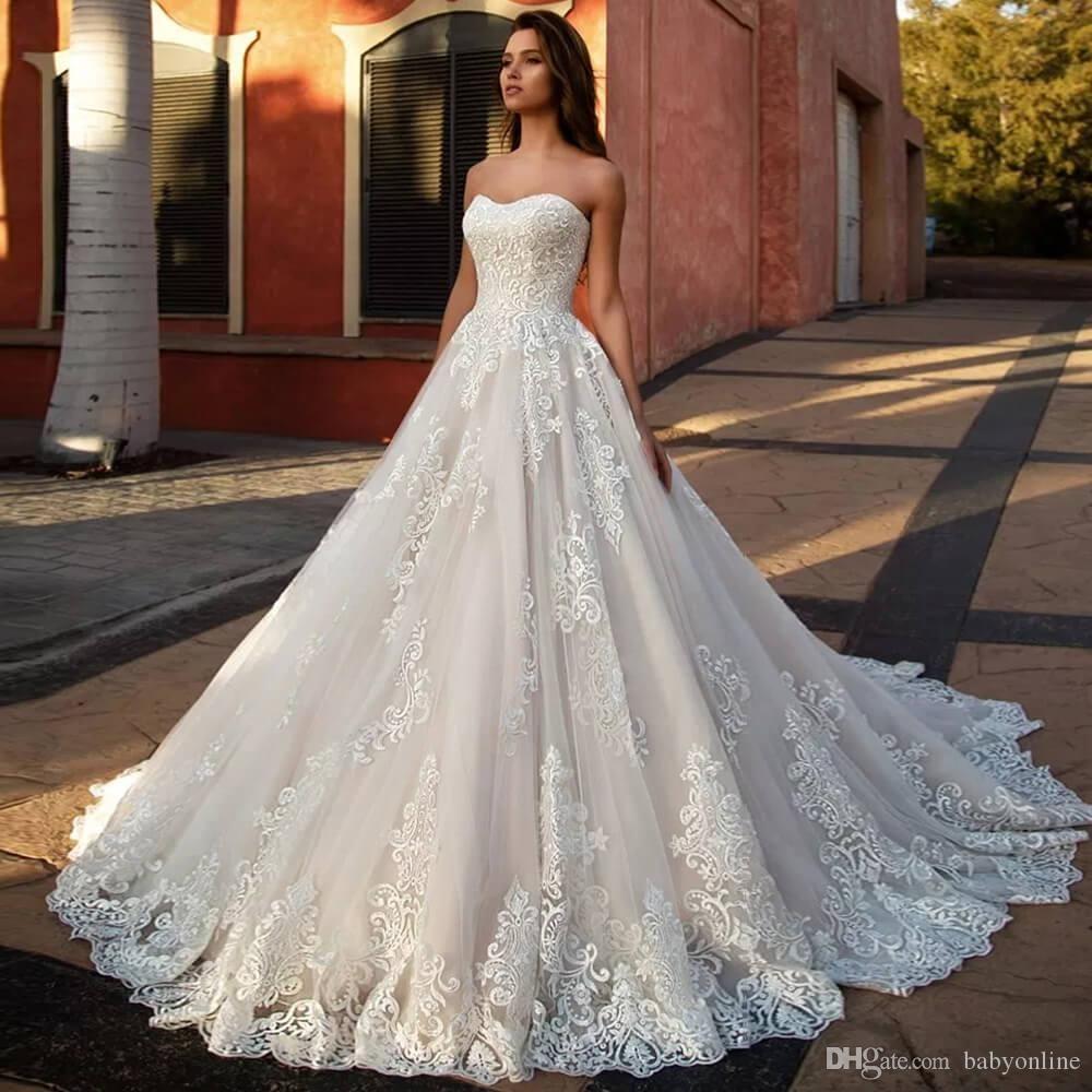 Neue moderne weiße trägerlose Brautkleider eine Linie Spitze appliziert rückenfrei mit Schnürung lange Tüll Brautkleider formale Vestidos De Soiree
