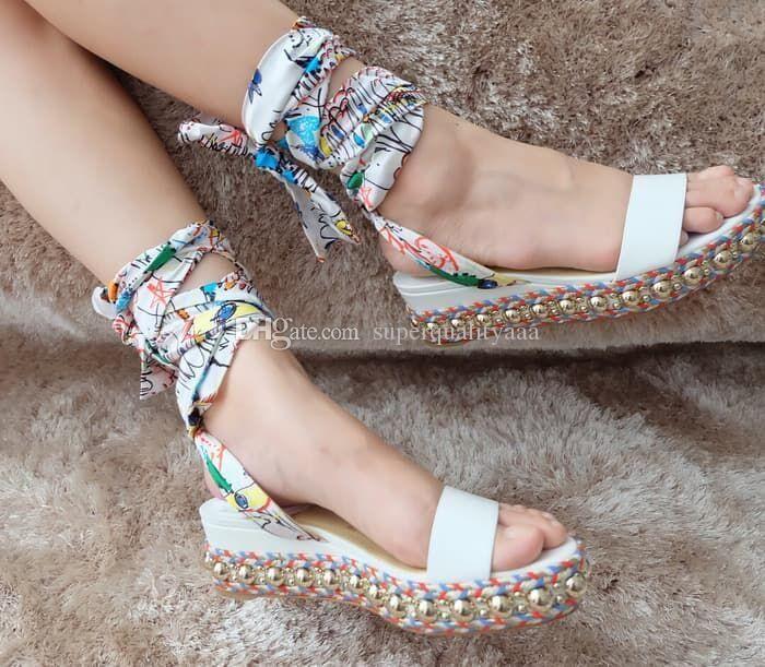 Seksi Yaz Bayanlar Gladyatör Sandalet Levanten Kırmızı Alt Kama Sandalet Bilek Kayışı Studs Kadın Rahat Sandalet Yüksek Topuklar