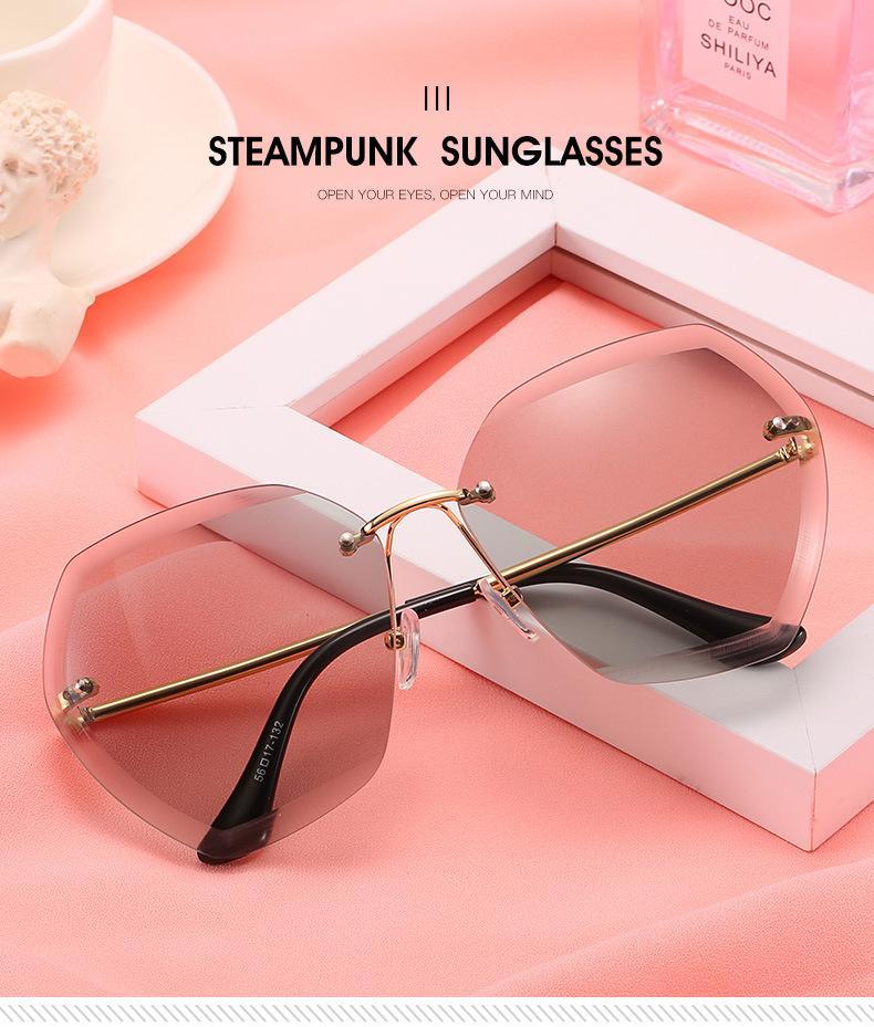 2020 European and American trend sunglasses ladies big frame sunglasses fashion personality cut edge gradient Korean version of marine glass