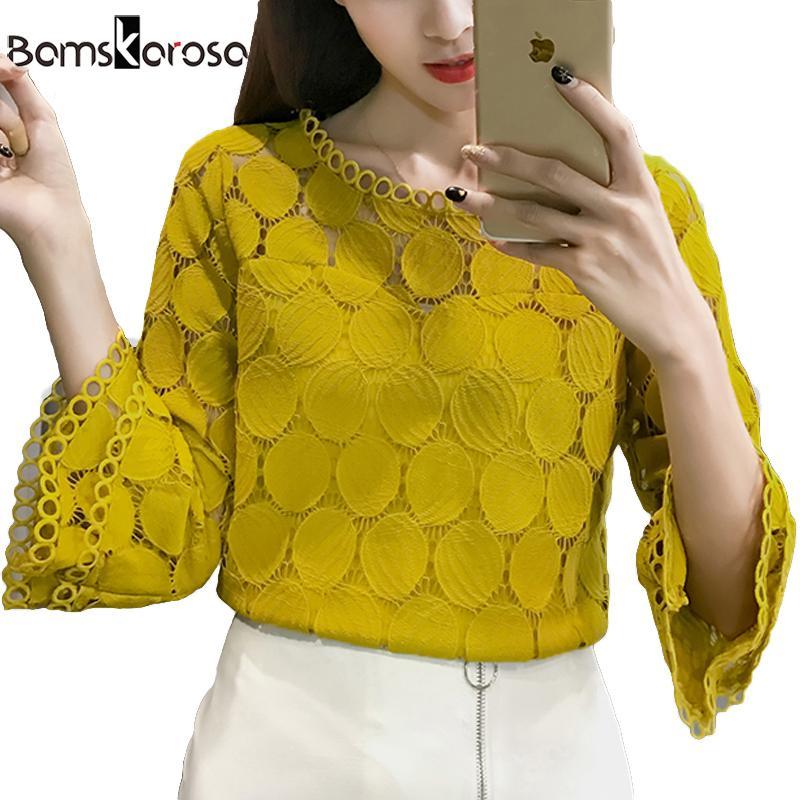 Chemisier en dentelle blanche pour femmes chemise 2019 style coréen été à manches évasées col rond creux évidés pour dames en dentelle Tops Blusa Feminina Y190509