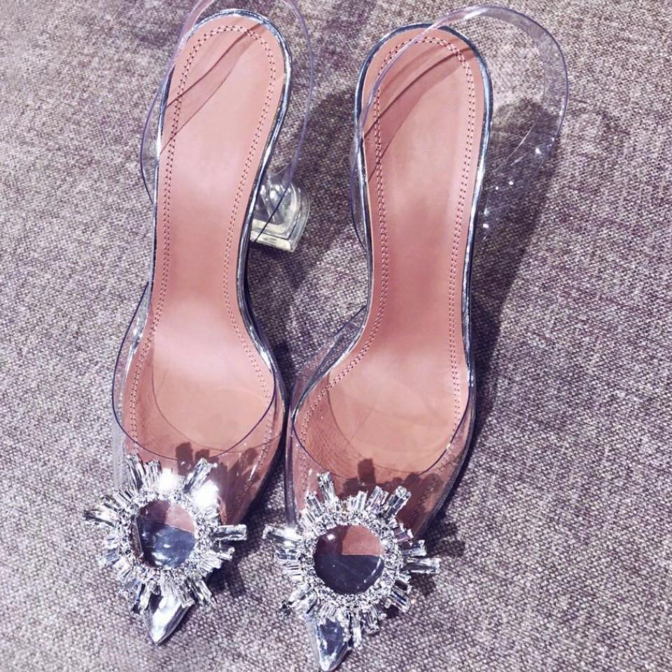 2019 nuevas sandalias del diamante transparente brillan punta del dedo del pie zapatos de tacón fino gorra con la prueba individual mujeres atractivas vacías zapatos de verano de viento de cristal de hadas