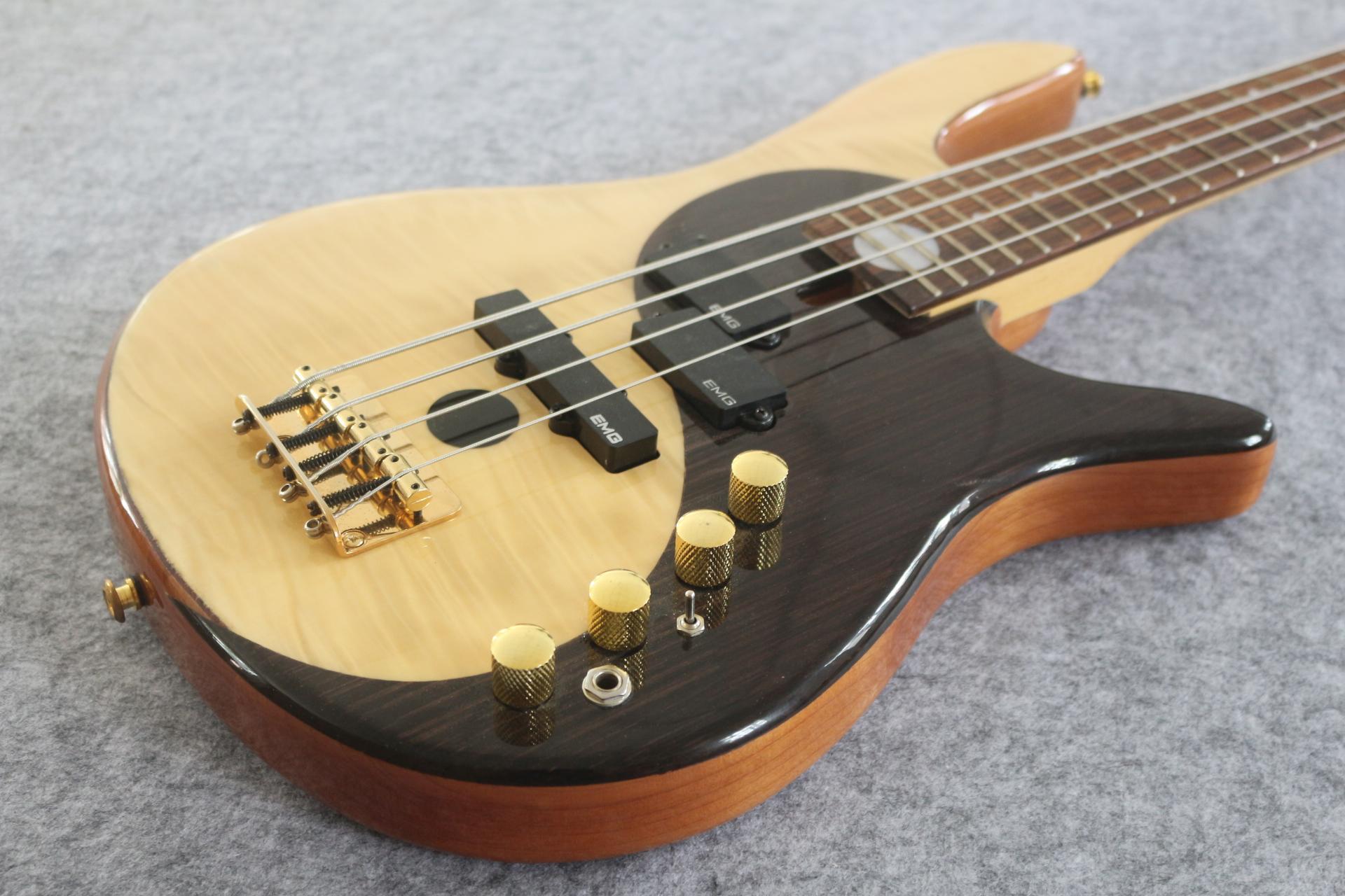 RARE YIN YANG NATURALE 4 String Electric Bass Guitar Guitar Body EMG Pickups Diagramma dell'hardware dell'oro dell'universo Cina ha fatto il bassi Sigantura