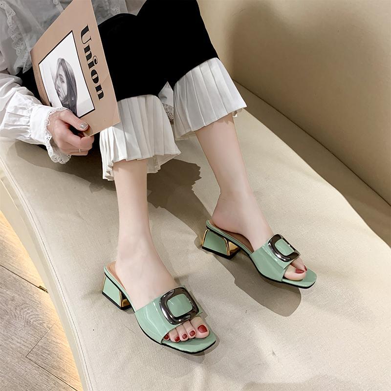 Hebilla de metal grueso tacón Zapatillas Mujer Sandalias multicolor punta abierta de zapatillas de moda de verano abierto de los altos talones de las mujeres 2020