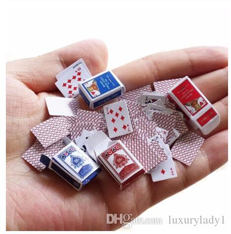 1 Set 1:12 miniatura linda casa de muñecas lindo jugar mini tarjetas del póker estilo al azar Mini lindo Poker Para Dollhouse