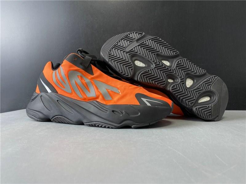 Best Quality 700 MNVN Basketball Designer Shoes Lightweight Black Orange Silver Kanye West Fashion Sport Zapatos Sneakers Come With Box