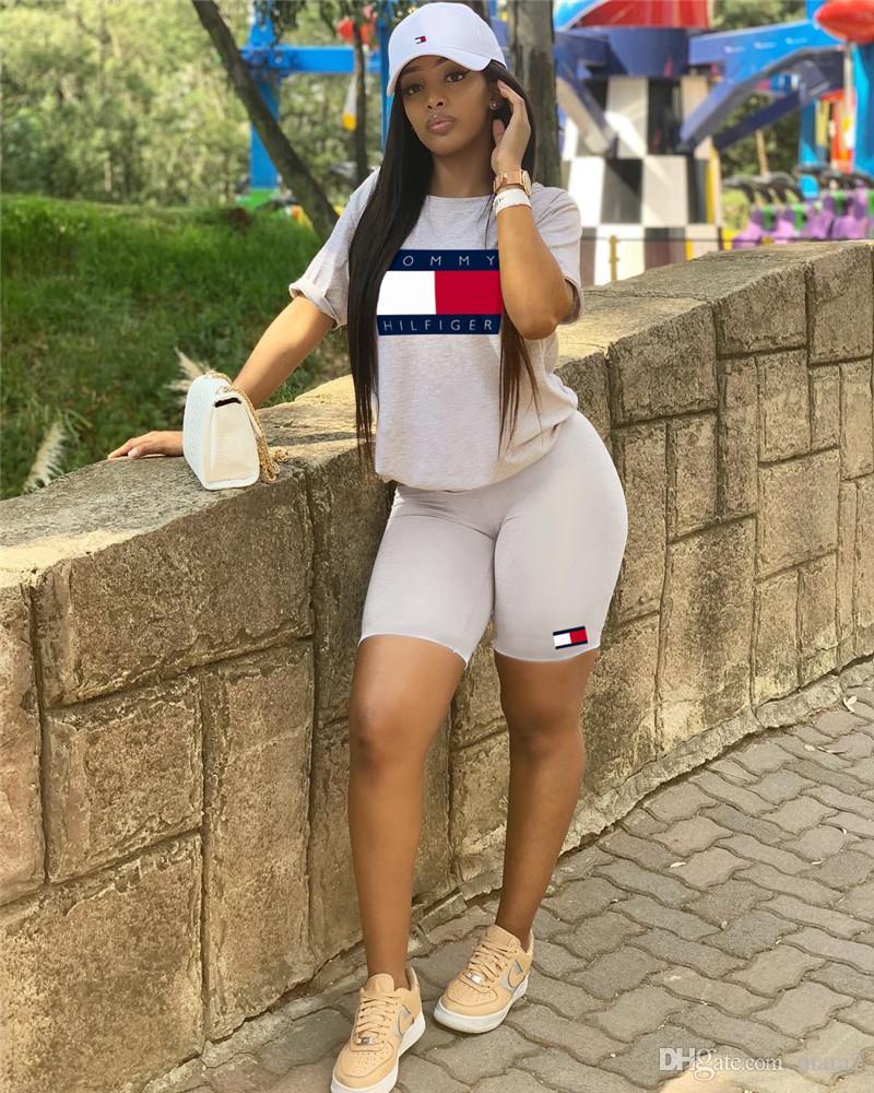 Женщины дизайнер бренда 2 шт. Набор мода горячий продавать тренажерный зал футболка шеи экипажа шорты облегающие леггинсы выше колена летняя одежда плюс размер 522