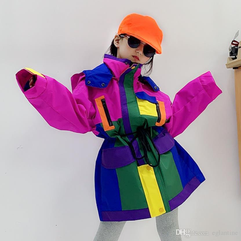 Mädchen schlagen Farben lose Mäntel Frühjahr Herbst neue Art und Weise mit Kapuze Kordelzug Oberbekleidung Oberseiten für Kinder Patchwork