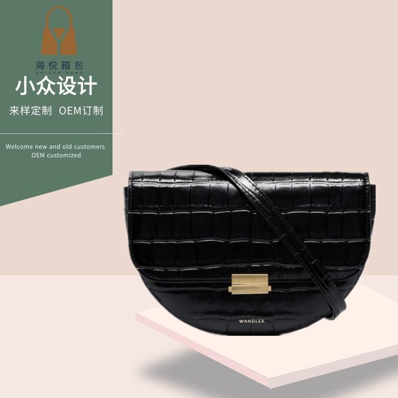 Tasarım bahar ve yaz yeni timsah kabartmalı bel çantası omuz haberci kadın çantası tasarımcı çanta yarım ay şeklindeki