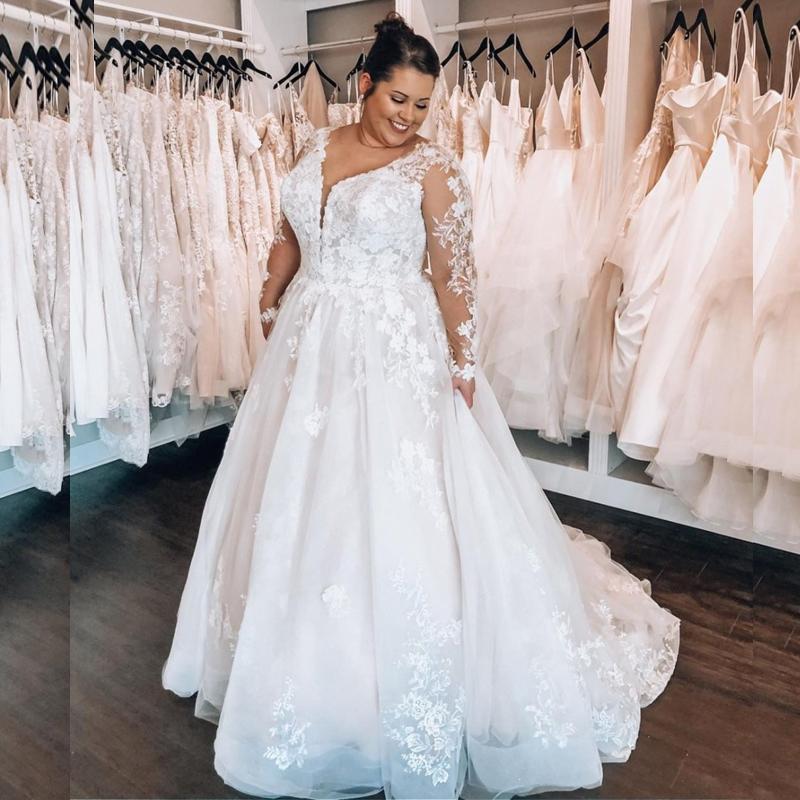 Más el tamaño de una línea vestidos de boda del país con apliques sin respaldo de manga larga de encaje de tul falda Jardín Vestidos de novia