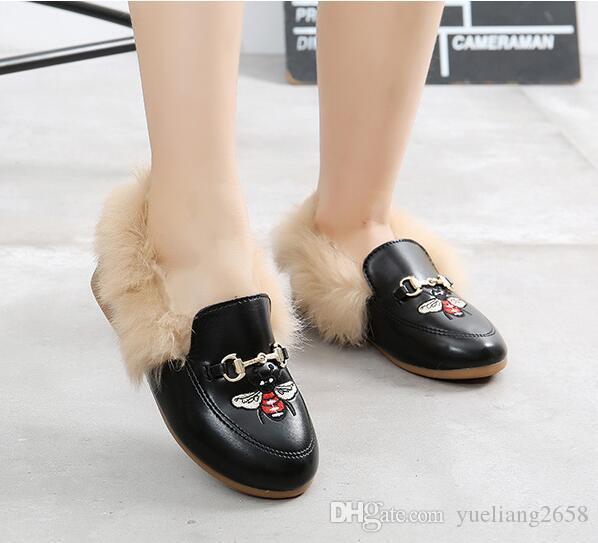 مصمم الأحذية أحذية الأطفال الفاخرة فرو الأرنب حقيقي الحصان بت مشبك الأطفال التطريز فتاة شقة الأحذية