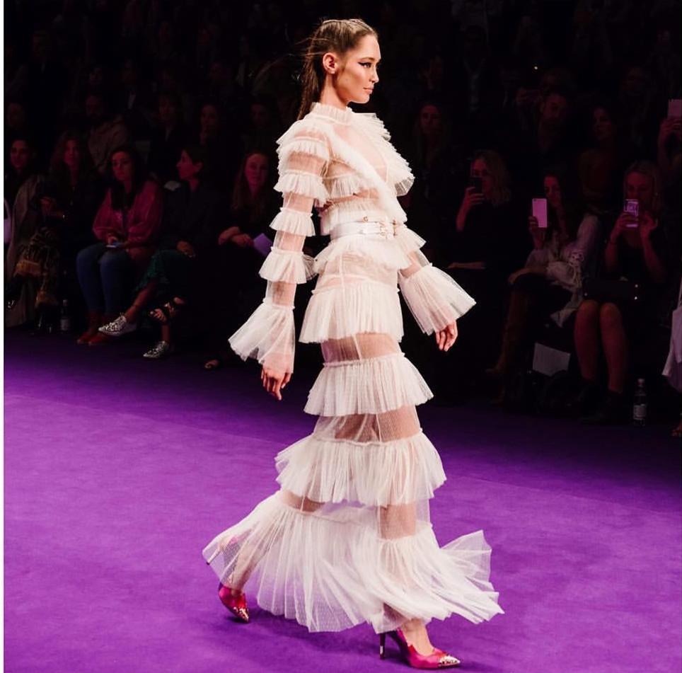 Взлетно-посадочной полосы платье 2019 новая сетка Flare рукавом женщины Белый длинные платье Сексуальная рябить торт кружева женский Bodycon платье дамы jurken
