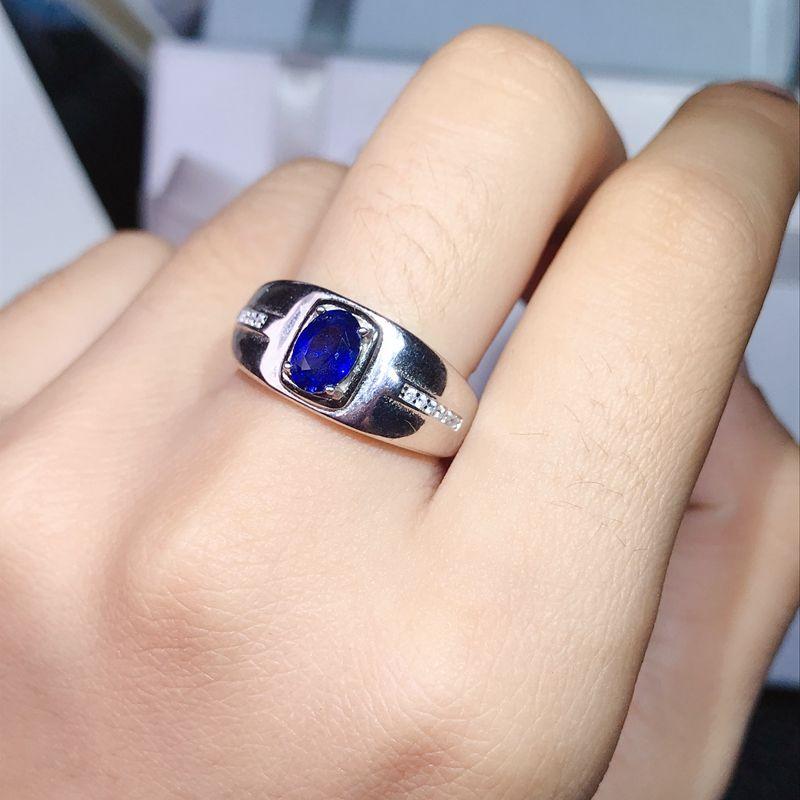 1 натуральное сапфировое мужское кольцо, супер атмосфера. Серебро 925 пробы .Может использоваться как пара кольцо. Сертификат. Новые банковские продукты