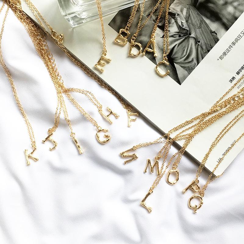 Pequena do metal do ouro de bambu 26 Letter A-Z minimalista inicial Pingente Colar Moda torção jóias colar de corrente presente
