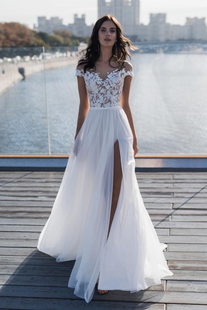 Kolsuz Çiçek Baskı Beyaz Kadın Giyim Nakış Bölünmüş Gündelik Giyim Bayan Parti Tasarımcı Abiye V Yaka