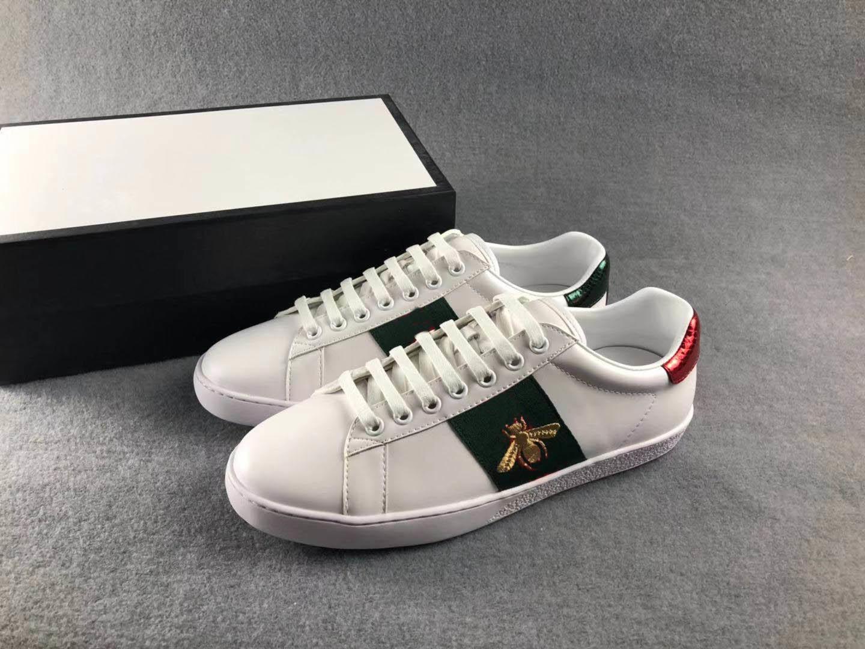 Ayakkabı Moda Kadın erkek Tasarımcı düz Ayakkabı Arı kaplan yılan İşlemeli bayan Sneake oğlan kız ayakkabı beyaz ayakkabı bağcıklı