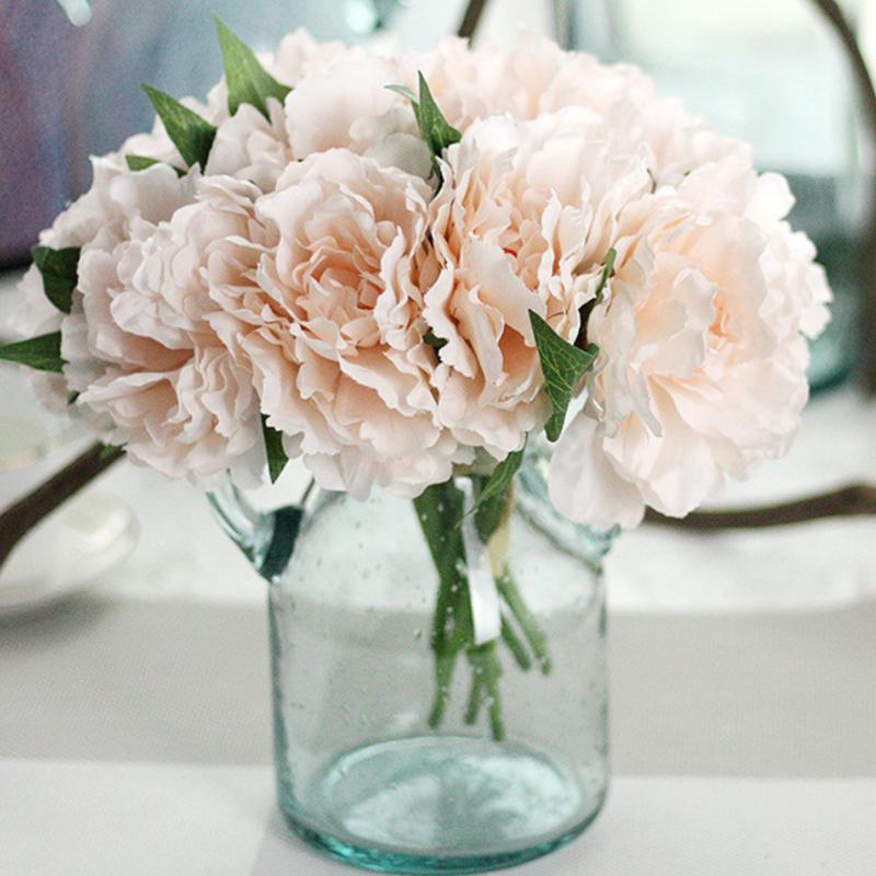 Un ramo de 5 cabezas de flores de peonía realistas naturales artificiales ramo de hortensias flor de seda DIY decoración de fiesta en casa con hoja verde