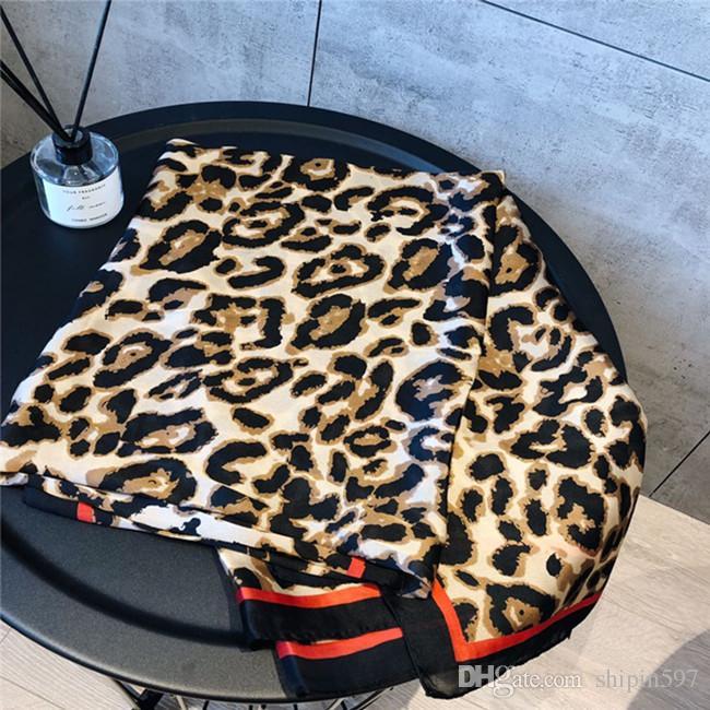 Bufanda de seda 2019 de primavera / verano con estampado de leopardo para damas de moda para el turismo de playa Toallas de protección solar 90 * 180 cm Moda chal