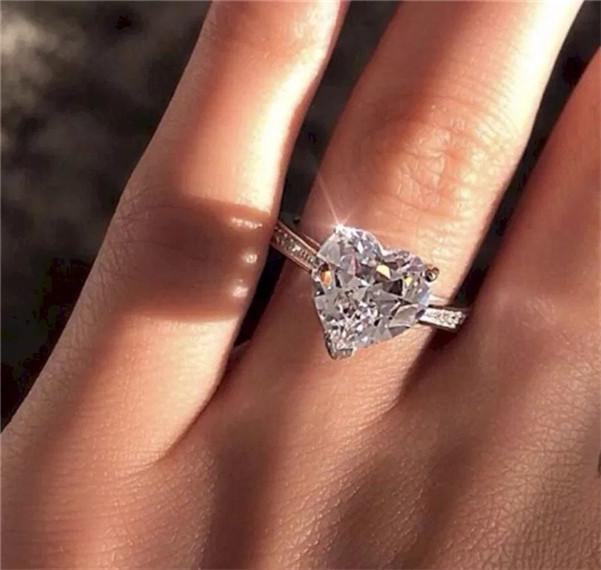 Regalo dei monili anelli di diamante di fidanzamento a cristallo Wedding Ring Donne nuovo modo di disegno del cuore di Zircon anello a forma di cuore
