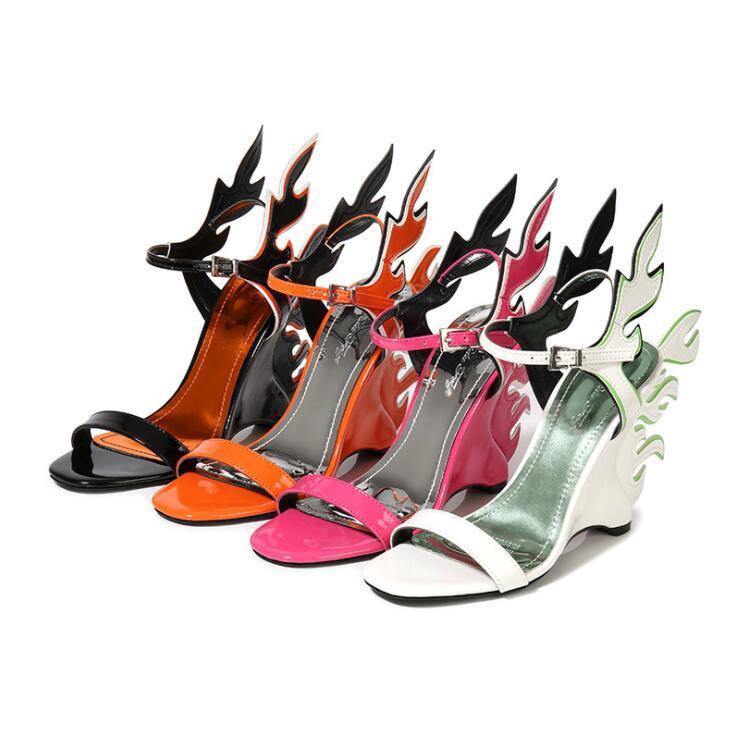 Hot Sale-роскошный дизайнер Женщины моды Open Toe заднее Flame Дизайн Клин Склон сандалии Sexy Огонь пятки сандалии Банкет платье обуви