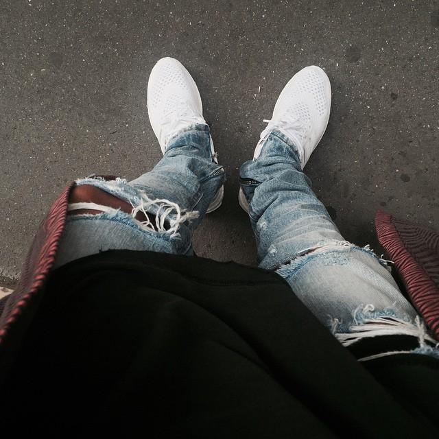 Uomini liberi di trasporto Jeans Tide coltello fori tagliati nel mendicante straccio Zipper Fly Hole pantaloni 888