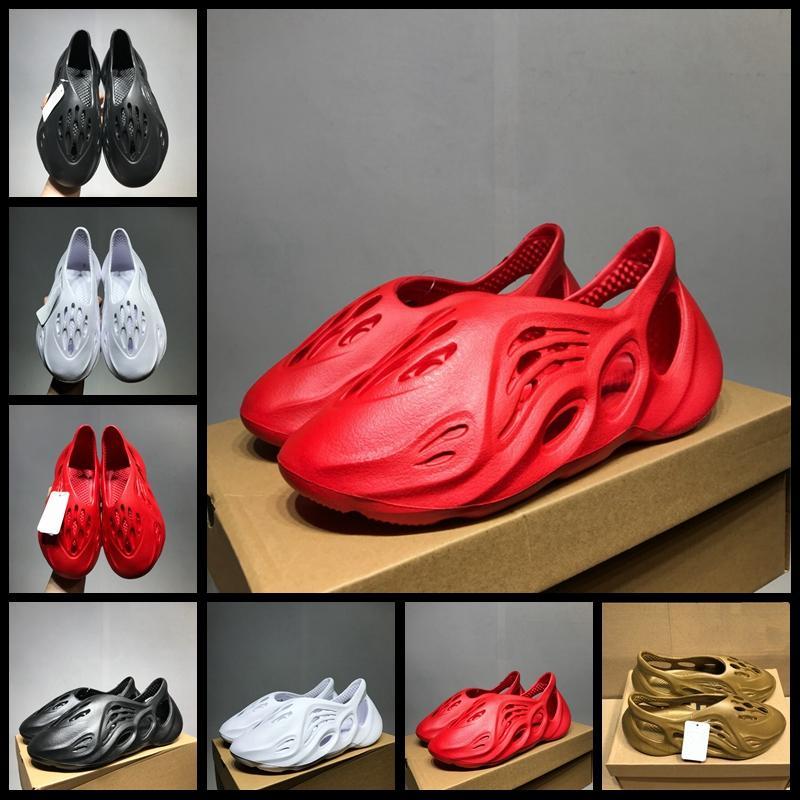 2020 Designer nuova schiuma Runner Acqua scarpe da spiaggia Sport Pantofole Sandali Hole traspirante progettista per le donne gli uomini slittamento casuale sui Sneakers 36-45